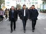 温江区政府领导节前慰问市五医院临床工作人员