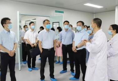 市卫健委党组成员、副主任贾勇一行到市五医院现场调研科技创新工作